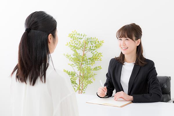 asian businesswomen talking in office